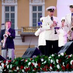 Адмиралтейский оркестр аккомпанирует Игорю Бутману