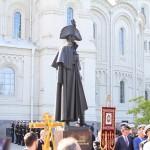 Памятник адмиралу Ушакову на Якорной площади в Кронштадте