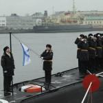 Подъем флага на подводной лодке «Колпино»