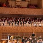 Хоры ветеранов, детские и молодежные хоры и Адмиралтейский оркестр в концертном зале Мариинского театра